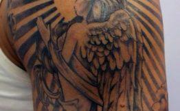 Tatouage aile d ange bras
