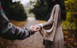 Tatouage derriere le bras femme