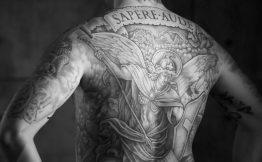 Tatouage dos et bras homme