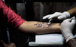 Tatouage femme sous bras