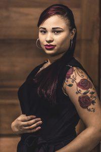 Tatouage floral bras femme
