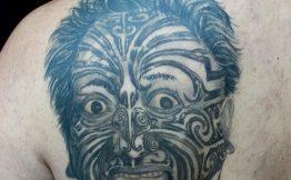 Tatouage homme bras maorie