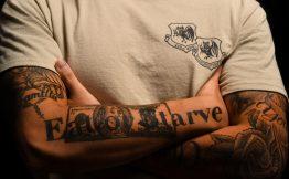 Tatouage homme bras texte