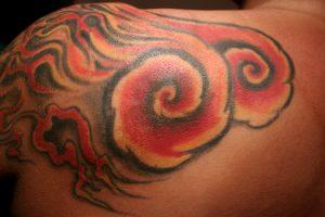 Tatouage japonais bras epaule